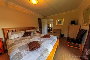 Bed 1 - King Size bed, Briar Steading