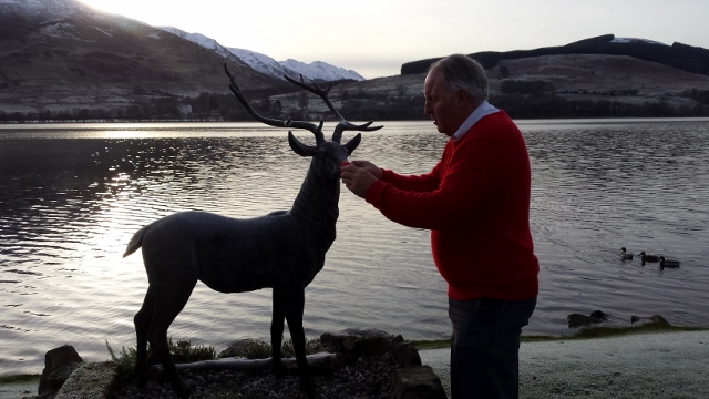 Fraser puts nose on stag statue