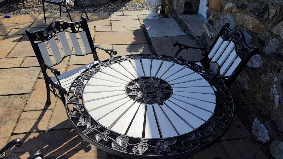 Outdoor furniture black and white makeover at Briar Steadingicture